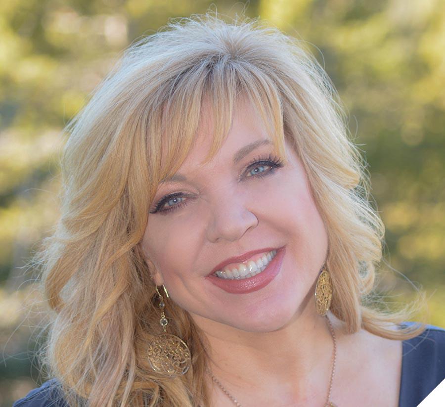 Portrait photo of Allison Crumpton